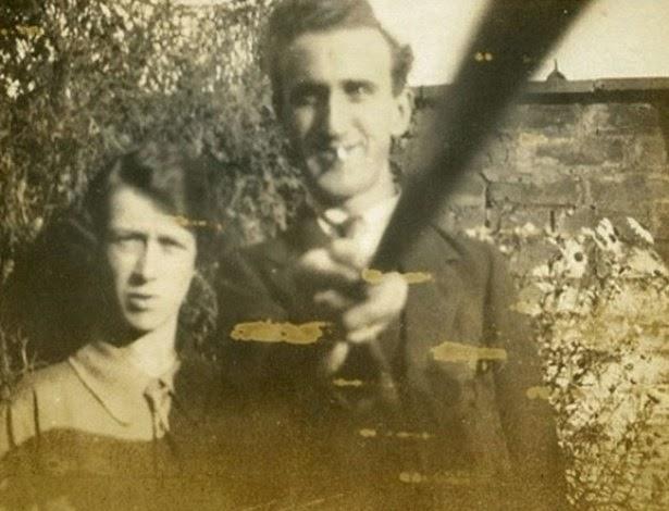 selfie-tirada-com-bastao-em-1926-pelo-britanico-arnold-hogg-1419433642358_615x470